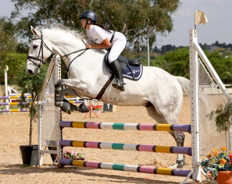 A beautiful photograph of Amanda White and Pessoa in action
